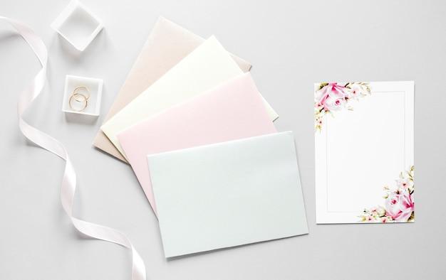 Enveloppes Avec Invitation De Mariage Photo gratuit