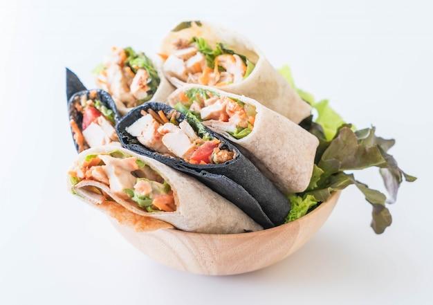 Enveloppez le rouleau de salade Photo Premium