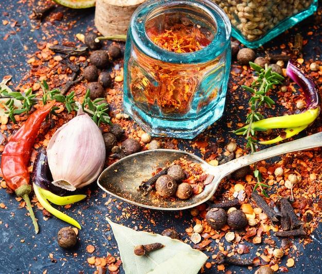 Epices et herbes pour la cuisine Photo Premium