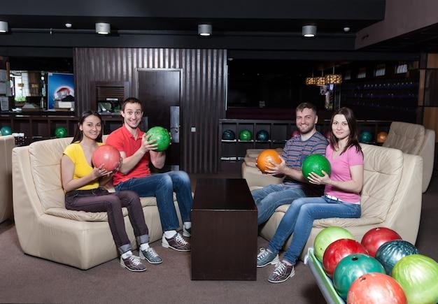 Équipe De Bowling Sur L'entraîneur Photo Premium