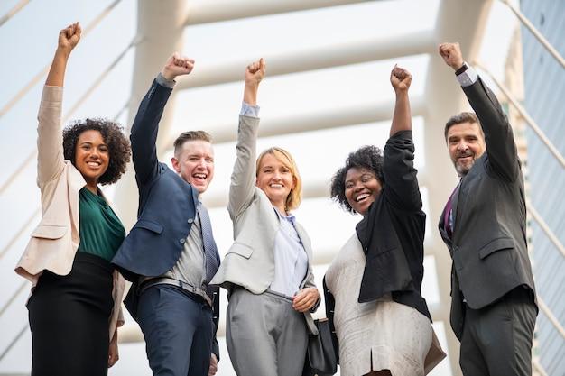 Équipe commerciale réussie et heureuse Photo gratuit