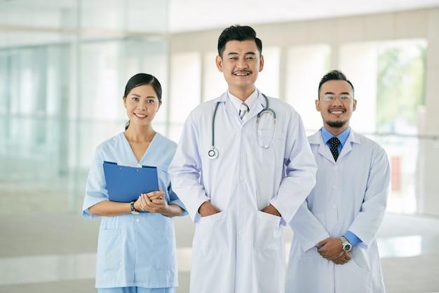 Équipe de médecins Photo gratuit