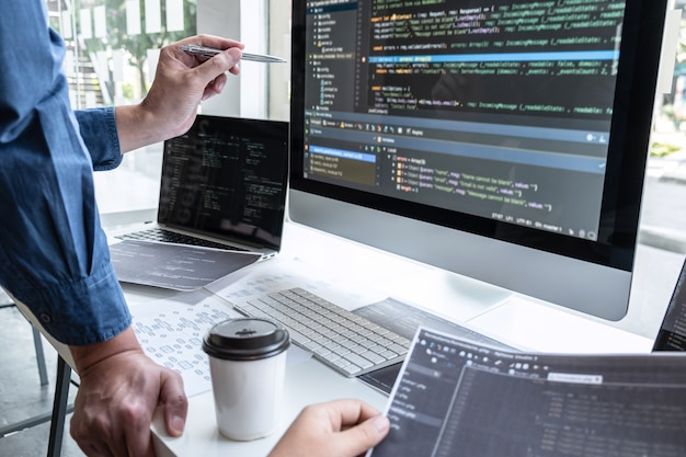 Équipe De Programmeurs Travaillant Sur Projet Photo Premium