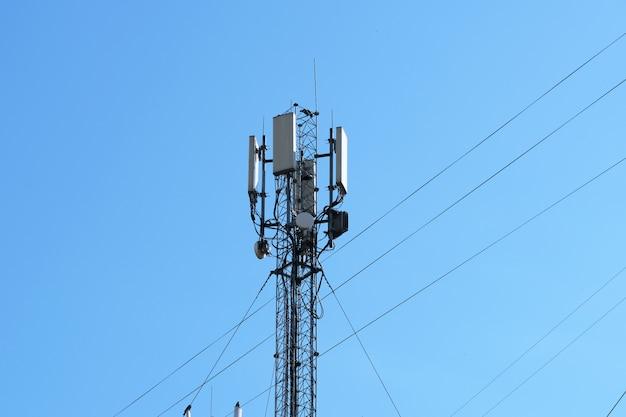 Equipement d'antenne pour la téléphonie cellulaire mobile Photo Premium