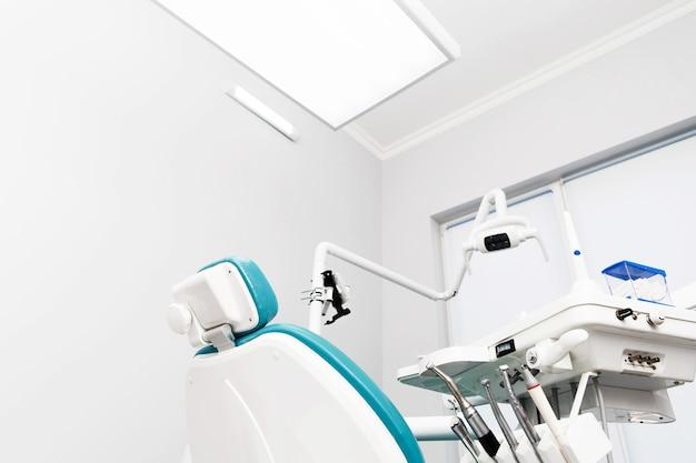 Équipement Et Instruments Dentaires Dans Le Cabinet Du Dentiste. Gros Plan Des Outils. Photo gratuit
