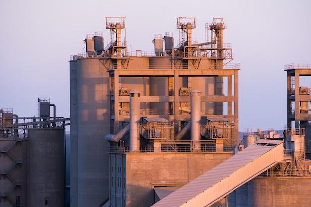 Equipement pour la production d'asphalte, de ciment et de béton. centrale à béton Photo Premium