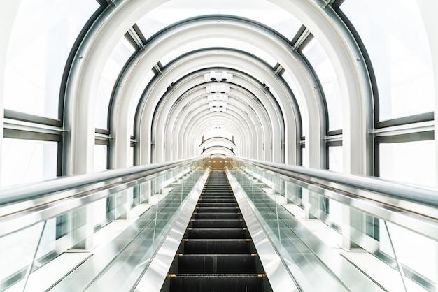 Escalator au bâtiment de l'observatoire du jardin flottant Photo gratuit