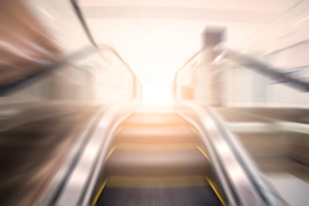 Escalator Blurred Photo gratuit