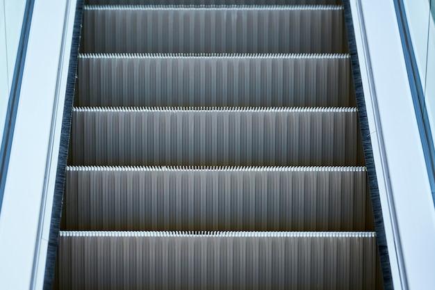 Escalator Dans Le Centre Commercial Photo Premium