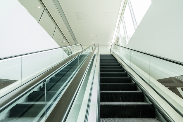 L'escalator est dans le centre commercial Photo Premium