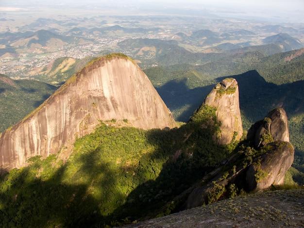 Escalavrado Et Montagnes Nossa Senhora Vu Du Sommet De La Montagne Dedo De Deus Photo Premium