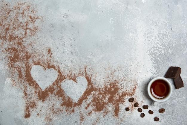 Espace de copie de coeurs de poudre de cacao Photo gratuit