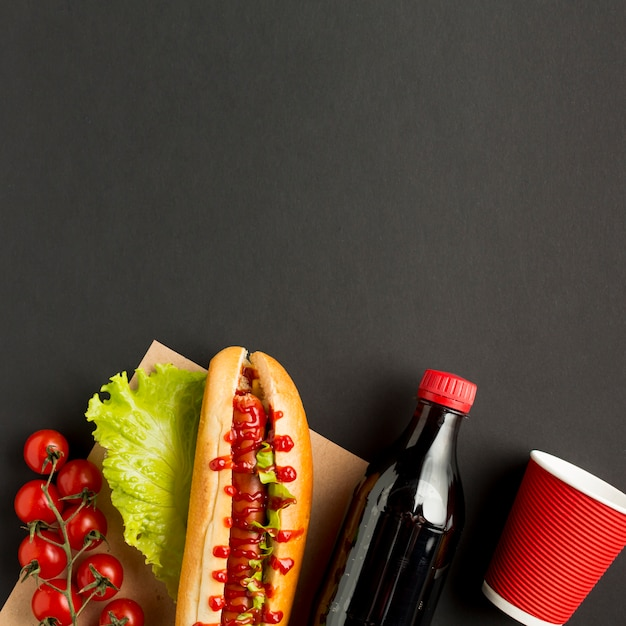 Espace de copie avec fast food et soda Photo gratuit