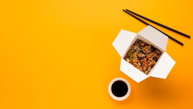 Espace de copie avec un plat chinois cuit Photo gratuit