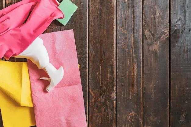 Espace de copie plat avec fournitures de nettoyage Photo Premium