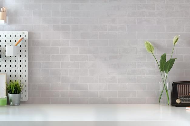 Espace de travail loft à la maison et espace de copie Photo Premium