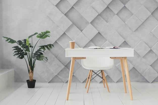 Espace de travail minimaliste avec un arrière-plan futuriste Photo gratuit