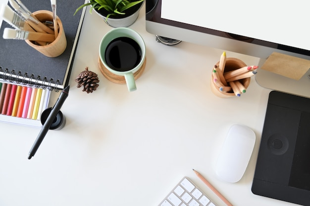 Espace de travail pour l'artiste, fournitures créatives et espace de copie Photo Premium