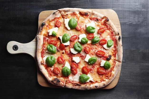 C'est L'heure De La Pizza! Savoureuse Pizza Traditionnelle Maison, Recette Italienne Photo gratuit