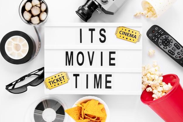 C'est Le Lettrage De L'heure Du Film Avec Des éléments De Cinéma Photo gratuit