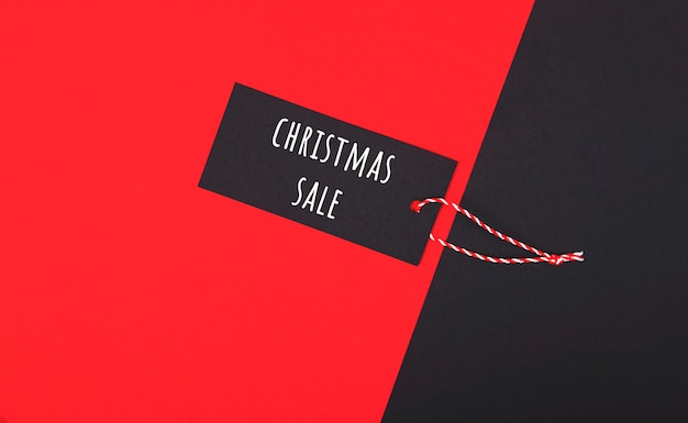 Étiquette de vente du vendredi noir pour acheter des cadeaux de noël. Photo Premium