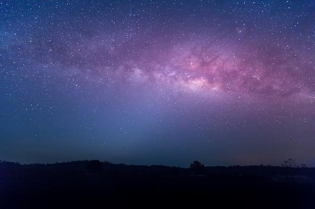 Étoile, astronomie, galaxie, laitière, chaiyaphum, thaïlande Photo Premium