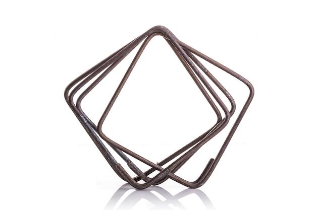 Étrier en acier pour poutre de construction isolée on white Photo Premium