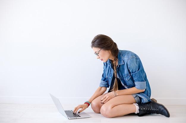 Étudiant En Informatique Se Prépare Pour Les Examens. Photo gratuit
