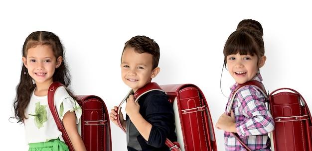 Étudiant avec sac à dos pour l'éducation. Photo Premium