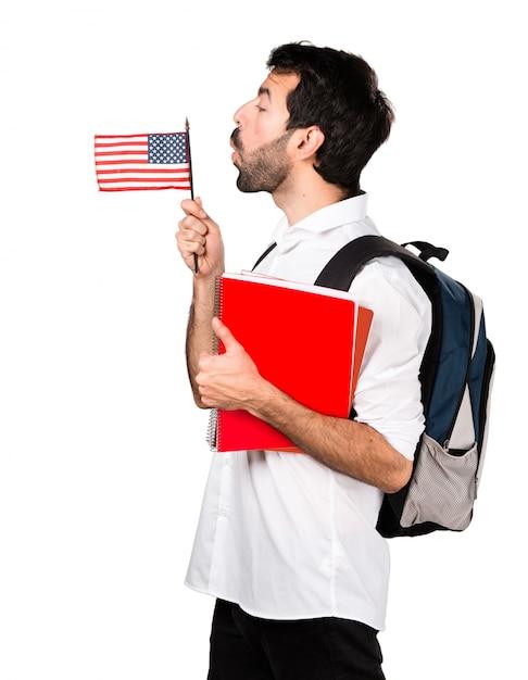 Étudiant Tenant Un Drapeau Américain Photo gratuit