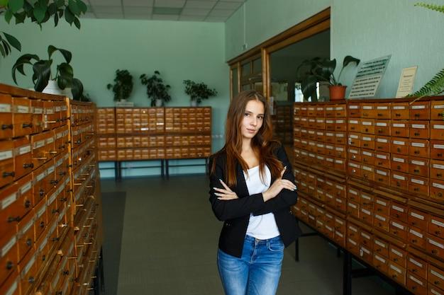 Étudiante à La Bibliothèque Photo Premium