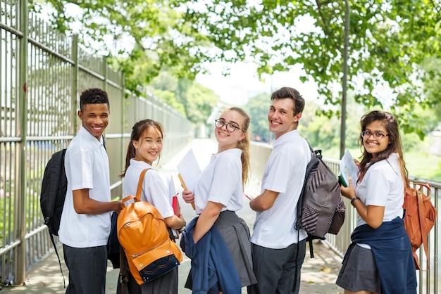 Etudiants rentrant de l'école Photo Premium
