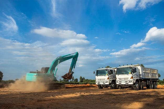 Excavateur de chantier, pelle et tombereau. machinerie industrielle sur chantier Photo Premium