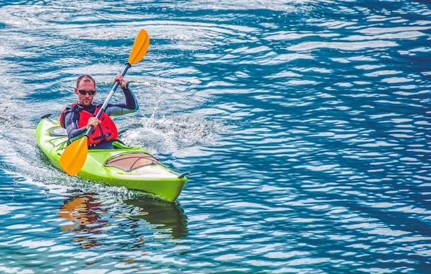 Excursion au lac kayak Photo gratuit