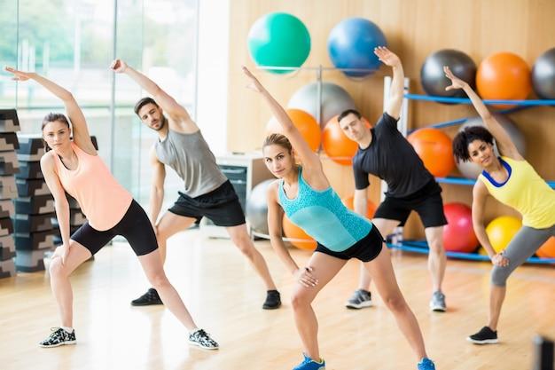 Exercice De Conditionnement Physique Dans Le Studio Photo Premium