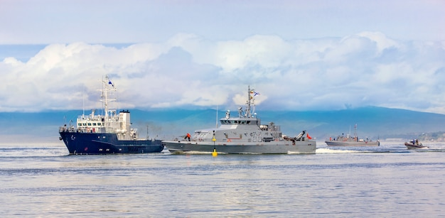 Exercices militaires navals dans l'océan pacifique Photo Premium