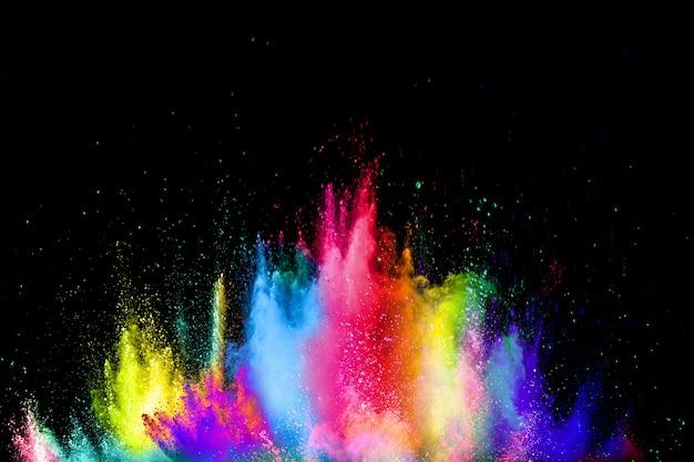 Explosion colorée pour la poudre happy holi. des particules multicolores éclatent ou éclaboussent. Photo Premium