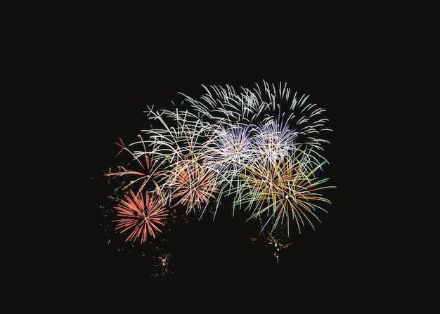 Explosion de feux d'artifice colorés dans une fête Photo Premium