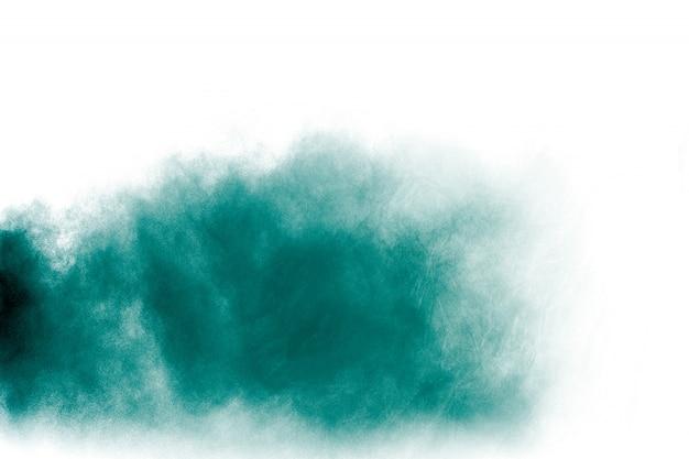 Explosion de poudre verte sur fond blanc. Photo Premium