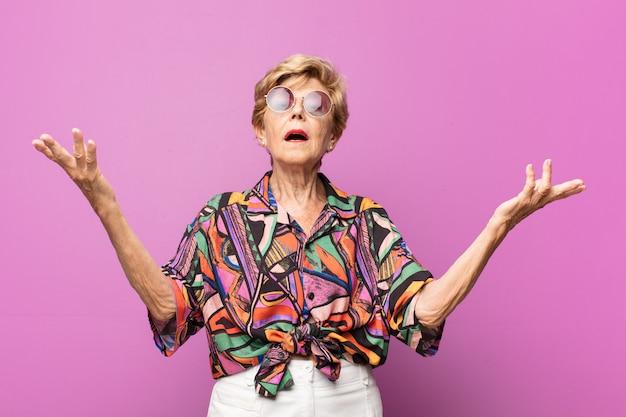 Expressif Belle Femme âgée Photo Premium