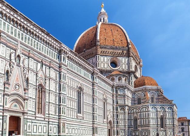 Extérieur de la cathédrale santa maria del fiore à florence, en italie. Photo Premium