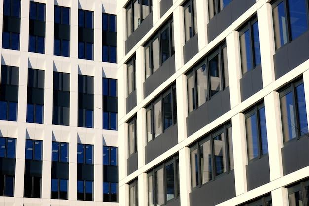 Extérieur D'immeubles De Bureaux Modernes Dans Un Nouveau Centre D'affaires Contemporain. Photo Premium