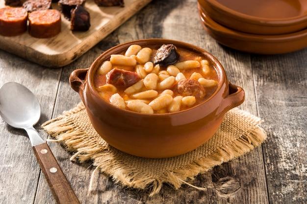 Fabada Asturiana Espagnole Typique En Mijoteuse Photo Premium