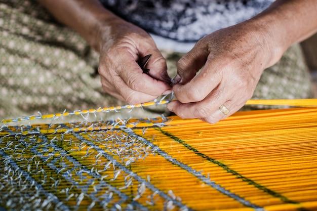 Fabrication de tissu en thaïlande Photo Premium