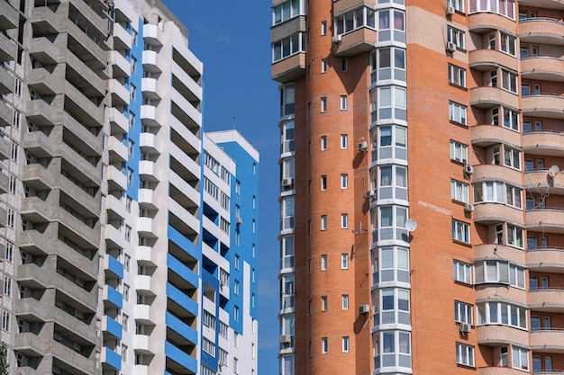 Façade d'une maison moderne de grande hauteur Photo Premium