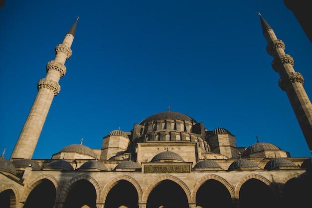 Façade principale de la mosquée historique de sainte-sophie Photo Premium