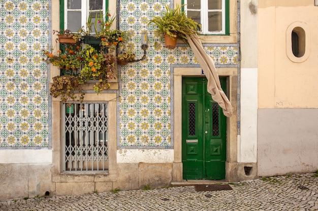 Façade Traditionnelle à Lisbonne Photo gratuit