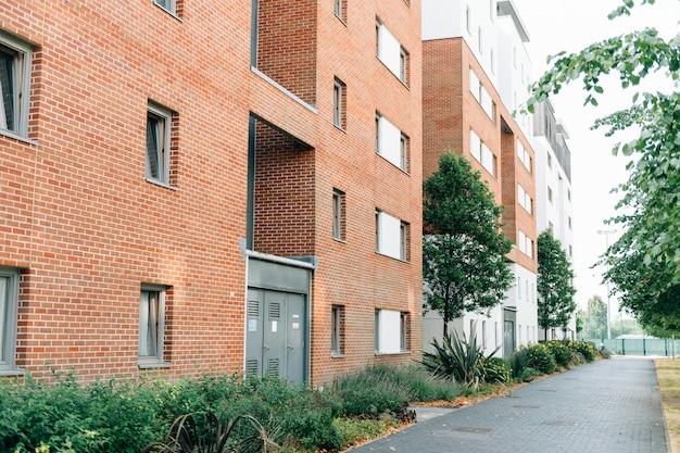 Face arrière d'un appartement anglais moderne Photo gratuit