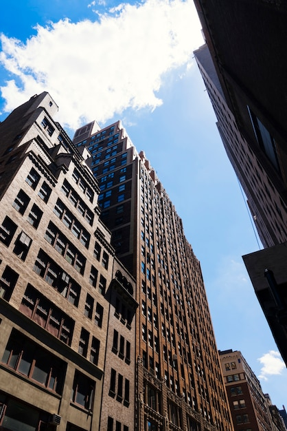 En face d'immeubles de grande hauteur vue en perspective Photo gratuit