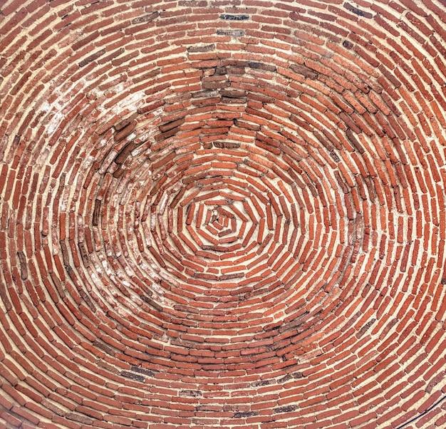 Faible Angle De Vue Du Plafond De Briques De L'église St. Gayane Capturé En Arménie Photo gratuit